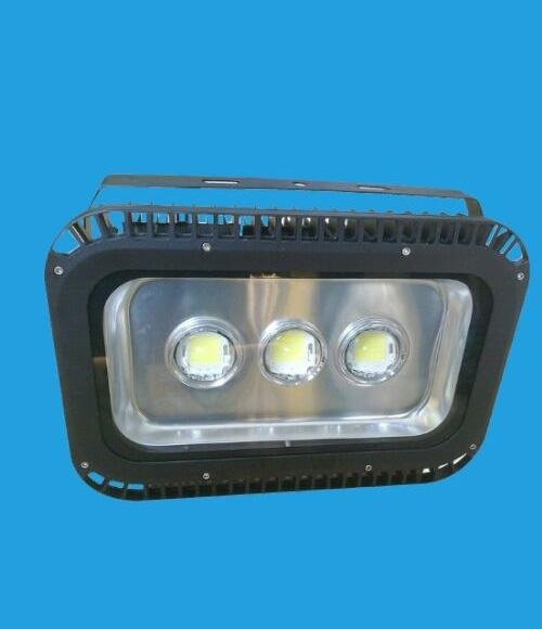 led球场灯使用寿命和什么因素有关
